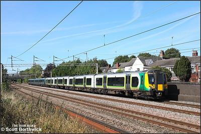 350243+350372 form 1U32 1333 Crewe-London Euston passing Westwood Road, Atherstone on 20/09/2021.
