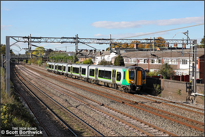 350128 forms 1U34 1402 Crewe-London Euston passing Atherstone on 28/09/2018.