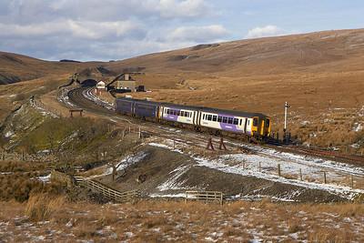 156460+156455 cross Blea Moor on 04/03/2006 whilst forming 2H93 1426 Carlisle-Leeds.
