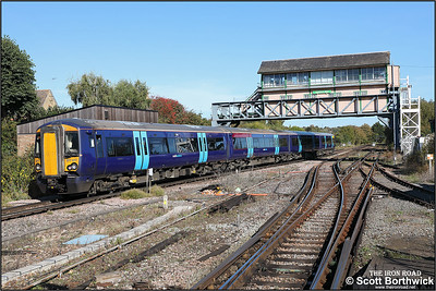 377517 forms 5A40 1230 Canterbury West-Canterbury West (ECS off 2N26 1025 London Victoria East-Canterbury West) to form 2A40 1305 Canterbury West-London Victoria East at Canterbury West on 09/10/2018.