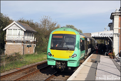 171201 forms 2D31 1324 Ashford-Eastbourne as it calls at Rye on 12/10/2018.
