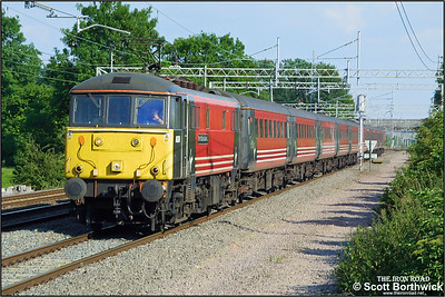 86260 'Driver Wallace Oakes GC' works a diverted London Euston-Wolverhampton service at Cathiron on 13/07/2002. The train would be dragged by a diesel locomotive from Nuneaton to Birmingham New Street.