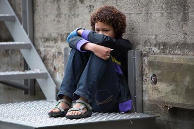 Nederland, Amsterdam,  13 augustus 2009, geensceneerde foto van kind dat lijdt onder huiselijk geweld. foto: Katrien Mulder