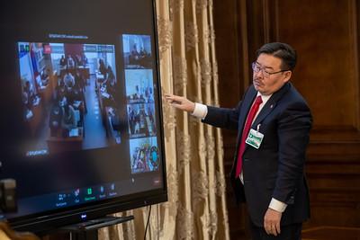 2020 оны арванхоёрдугаар сарын 2. УИХ-ын дарга Г.Занданшатар сумдын ИТХ-ын дарга нартай өвөлжилтийн нөхцөл байдлын талаар онлайн уулзалт хийлээ.     ГЭРЭЛ ЗУРГИЙГ Б.МАНЛАЙ/MPA\