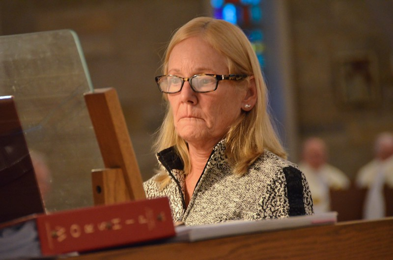 Organist Diane Skrobis