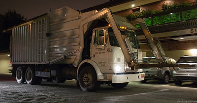 Trashco 1985 White WX Able Body Company Front Loader