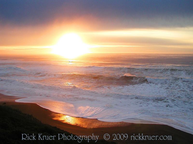 Beautiful Oregon Sunset (P1011871-SunsetSand-4.jpg)