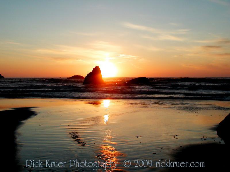 Oregon Sunset on the Rocks in Bandon, Oregon (P7163270-BandonSunsetBeach-3.jpg)