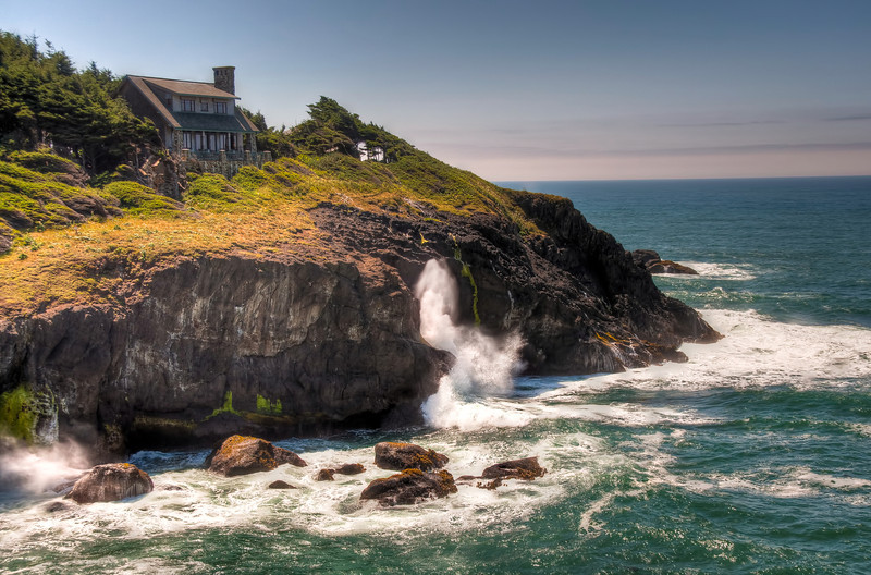 oregon-coast-ocean-wave-house