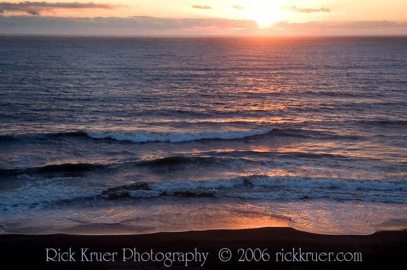 A beautiful Oregon Coast sunset from our balcony at the Cavalier condo. <br /> <br /> ND70_2006-07-16DSC_4960-CavalierSunset-2 copy.jpg