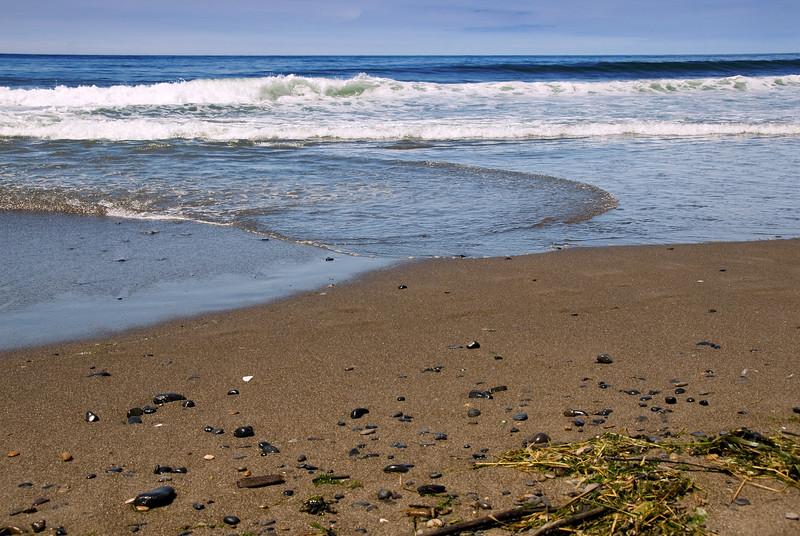 Rocks in the surf<br /> Gleneden Beach, Oregon<br /> July 2007<br /> <br /> Copyright © 2007 Rick Kruer<br /> rickkruer.com<br /> <br /> D200_2007-07-13DSC_1673-RocksSeaweedSurf-2.psd