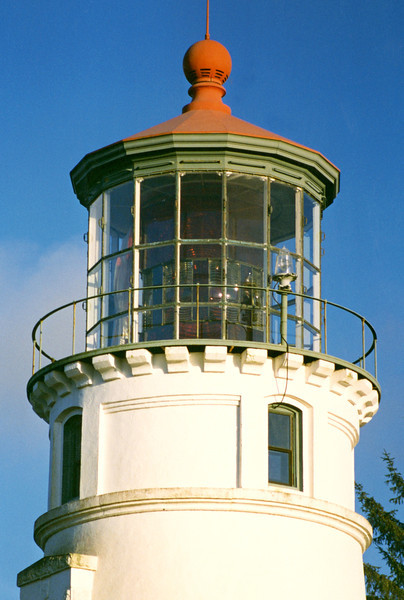 A 1st Order Fresnel lens manufactured by Barbier & Cie with red & white flash panels was delivered, however the pedestal for the lamp was found to be 15 inches short.  Another appropriation of funds was needed to correct the problem.  Finally on December 31, 1894 the Umpqua River Light shone across the river bar.