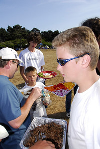 Scores of food vendors circulate among the campsites, offering excellent food at attractive prices.