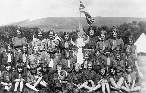 <font size=3><u> - Girl Guide Group - 1928 - </u></font> (BS0198)   Guide Camp near Lyme Regis.