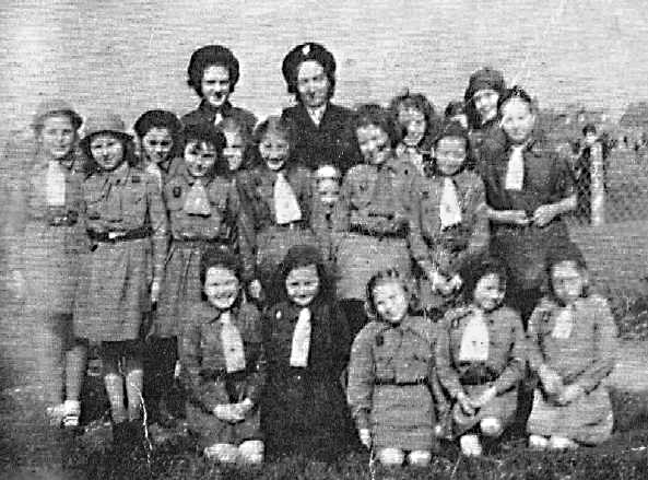 <font size=3><u> - Girl Guide Group - </u></font> (BS0070)  Alice Beal at the back, the Guide leader.