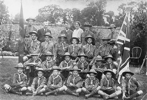 <font size=3><u> - Boy Scouts  - 1920s - </u></font> (BS0069)  Baden Powell visited the Benson Troop.  He is seen here in a picture taken in Lowfield House, then owned by Admiral & Mrs Miller.  As a widow, Mrs Miller presented the Scout Hut in Littleworth.