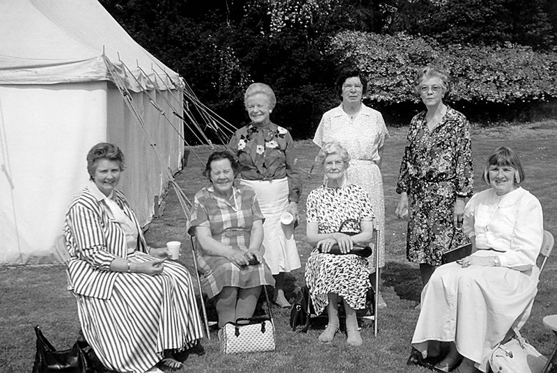 <center><font size=3><u> - WI Outing - </u></font> (BS0411)  Outing to Greys Ct.   Pamela Moran,Perdy Marston,Betty Byfield, Mrs Pearson,Molly Saunderson,Judith Pennick, Patricia Norton </center>