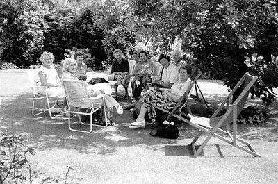 <center><font size=3><u> - WI Tea Party, Date unknown c. 1991 - </u></font> (BS0560)  left to right Doris Bright, Joan Saunderson, Lois Hickman, [unknown], Perdita Marston, Molly Saunderson, [head just visible] Doris Chamberlain, Freda Robinson.</center>