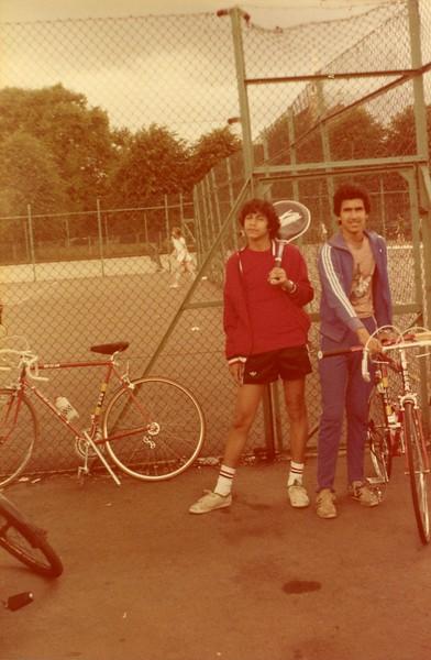 Amigos Áureo e Paulo que conheci em Londres. Juntos iniciamos nossas primeiras raquetadas.