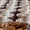 Om half elf is er koffie en om kwart voor vier is er thee.