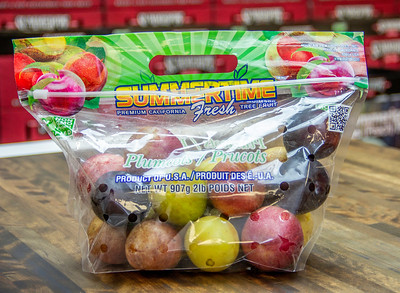 2lb Assorted Plumcot Bag