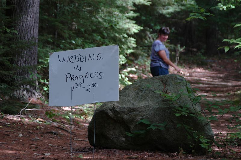 <b>Here is a sign you rarely see on an O course</b>   (Sep 11, 2004, 01:13pm)  <p align=left>In all my years, I have never see a sign like this one in the middle of an orienteering course.  Yes, at least one of the courses went right past the wedding.  Avoid any noisy panting as you run through.</p>