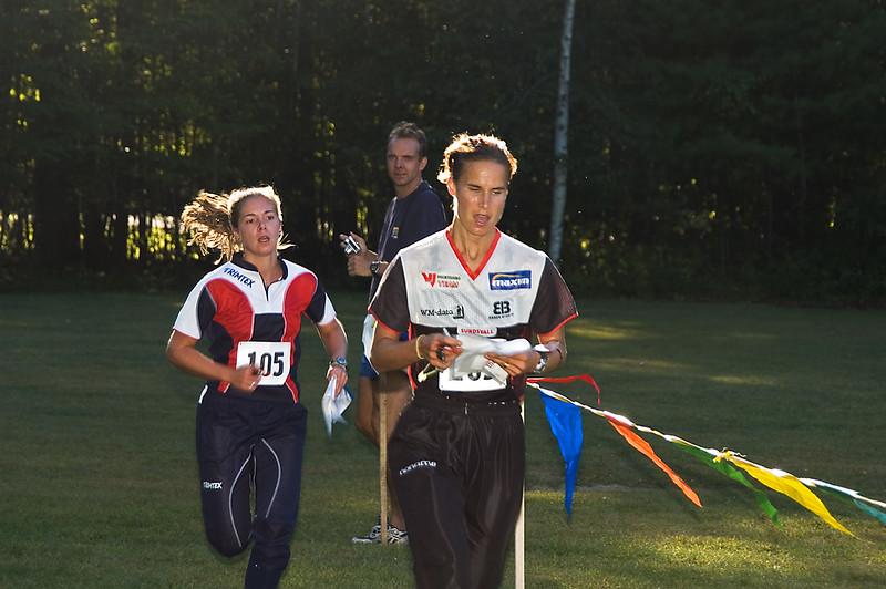 <b>Samantha Saeger chases Katarina Smith (FF)</b>   (Sep 10, 2005, 04:56pm)