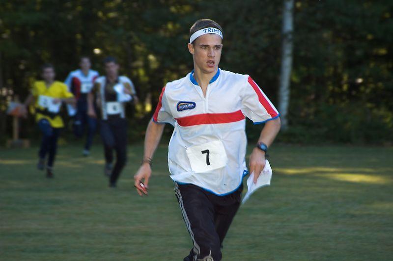 <b>John Fredrickson (HVO) leads a pack</b>   (Sep 10, 2005, 05:00pm)