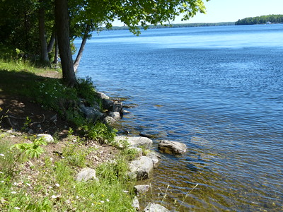 The access point had a few tires anchored to the shore which protected the boat bow. There were no docks.