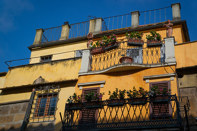 A deliciously yellow house in Florence