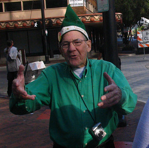 Jack Kazanzas welcomes you to the rising of the 2009 Orlando Christmas Star!