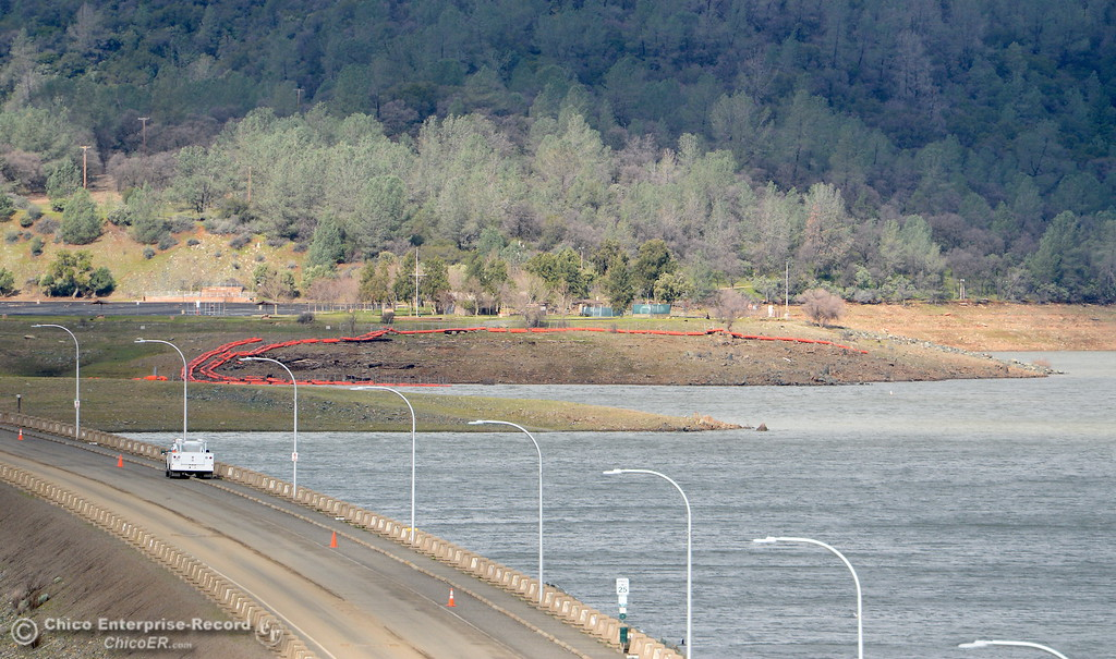 . Water levels continue to drop near the Lake Oroville Dam Spillway in Oroville, Calif. Thurs. Feb. 16, 2017. (Bill Husa -- Enterprise-Record)
