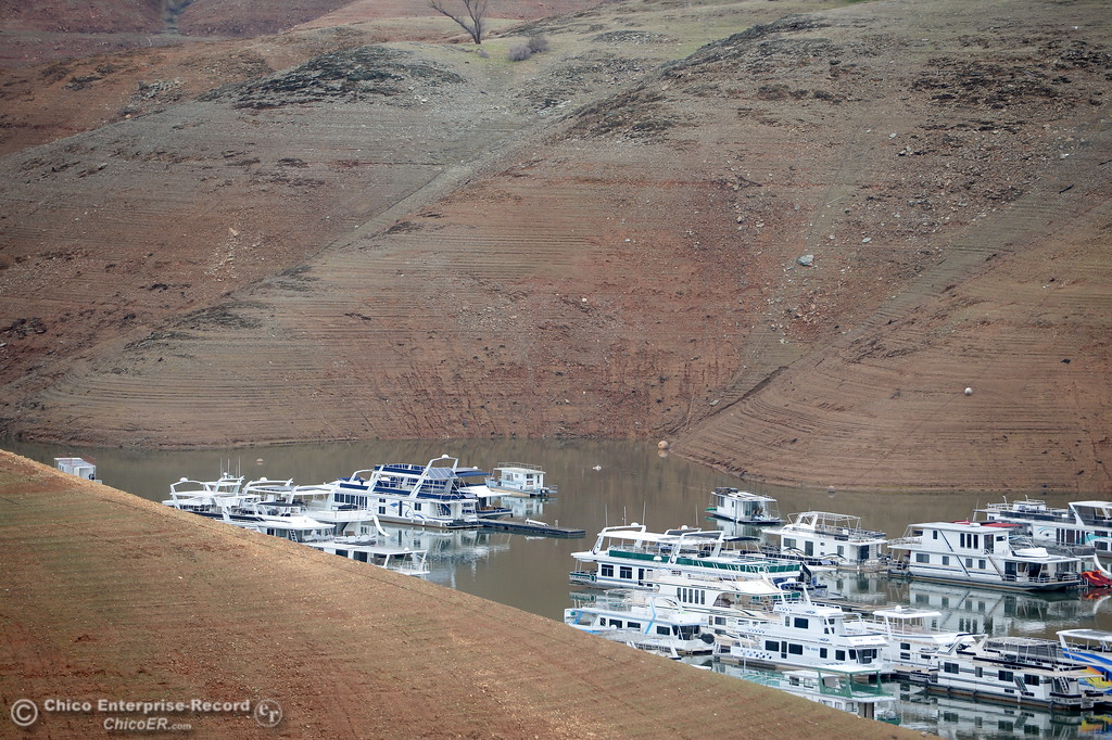 . Houseboats float deep in Lake Oroville due to low water levels in the lake in Oroville, Calif. Jan. 11, 2018.  (Bill Husa -- Enterprise-Record)