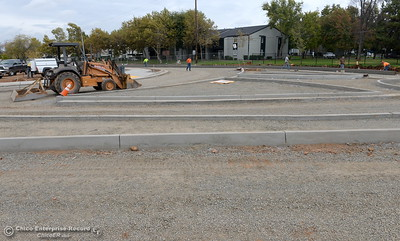 Construction continues at the Table Mountain Blvd. roundabout in Oroville, Calif. Monday Oct. 24, 2016. (Bill Husa -- Enterprise-Record)