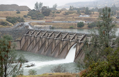 The Thermalito Diversion Dam is seen from the parking lot of the Lakeland Blvd. trailhead in  Oroville, Calif. Wednesday Nov. 15, 2017. (Bill Husa -- Enterprise-Record)