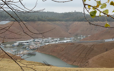 Lake levels remain low as rain falls in Oroville, Calif. Wednesday Nov. 15, 2017. (Bill Husa -- Enterprise-Record)