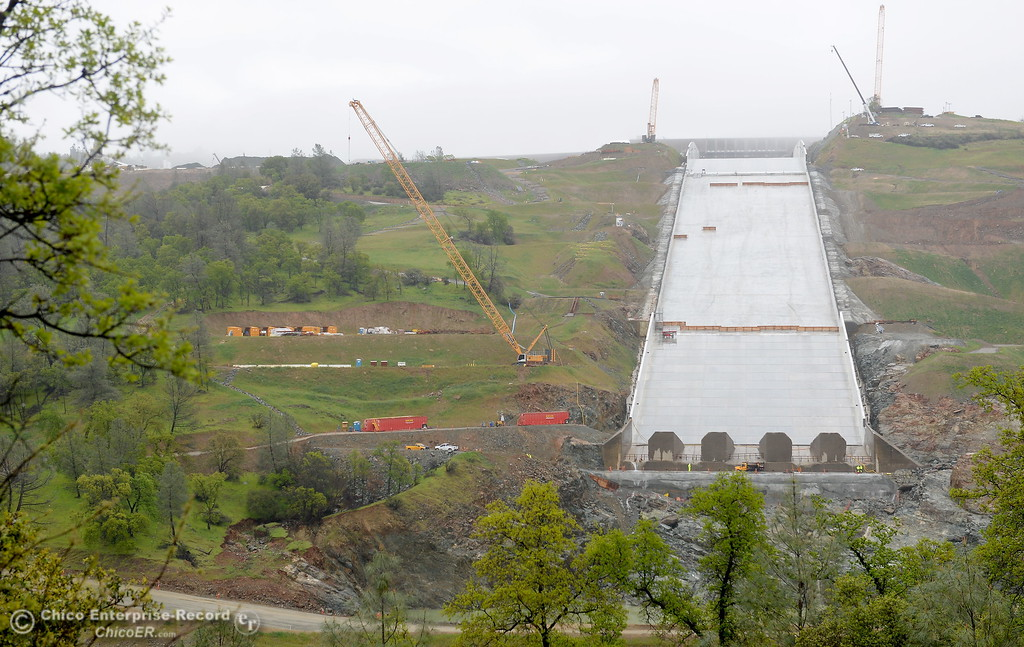 . Construction continues on and around the Lake Oroville Dam Spillway Wednesday March 21, 2018.  (Bill Husa -- Enterprise-Record)