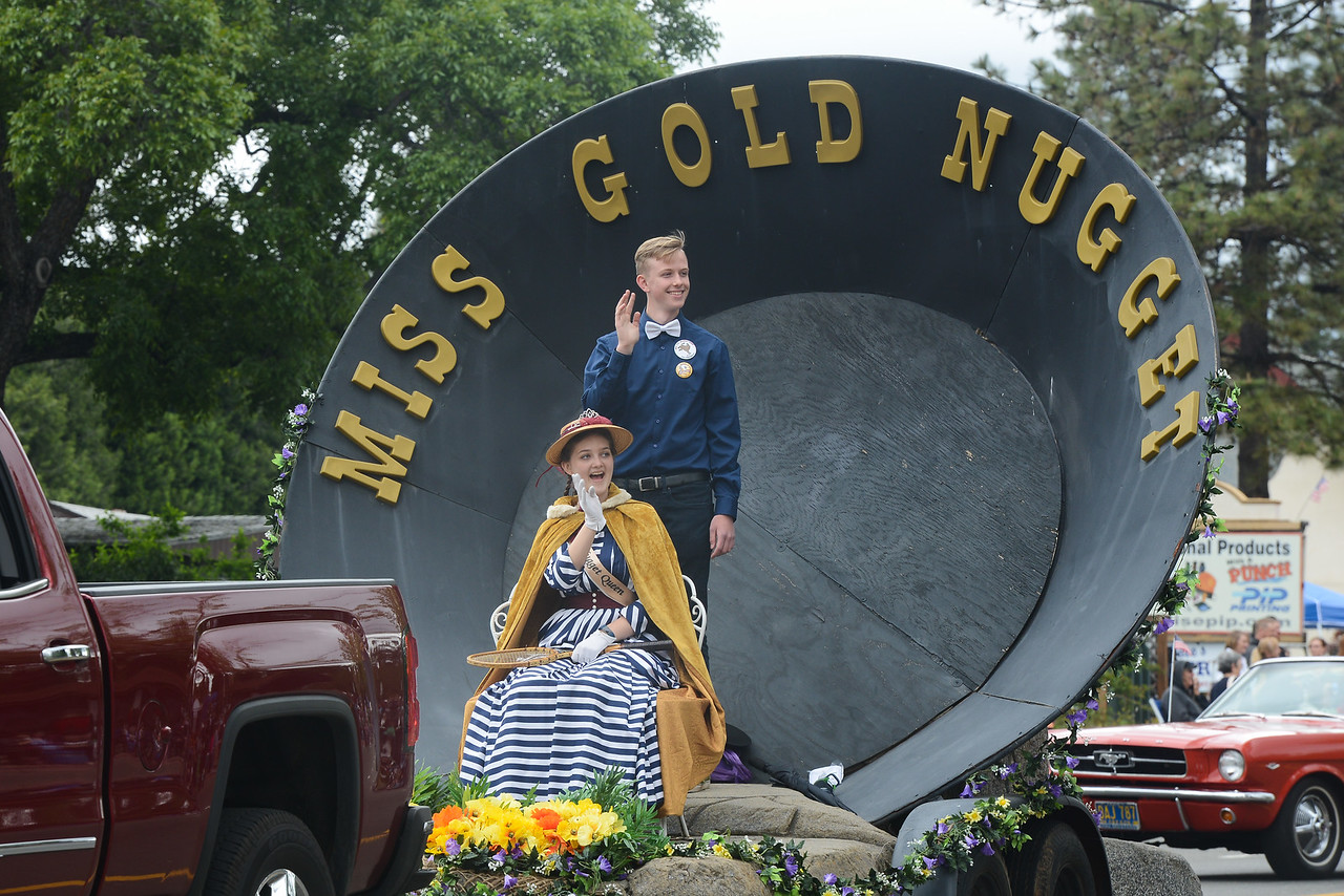 Miss Gold Nugget Elizabeth Long and Matt Singler wave at the crowd, April 28, 2018,  in Paradise, California. (Carin Dorghalli -- Enterprise-Record)