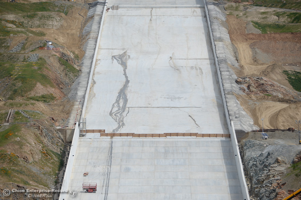 . The Lake Oroville Dam controlled spillway is seen in Oroville, Calif. Wed. April 4, 2018. With snow melting and more rain on the way, there is a chance the repaired spillway may be used within the next week. (Bill Husa -- Enterprise-Record)