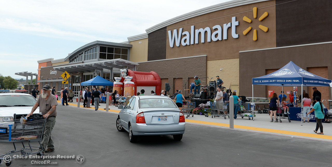 Shoppers enjoy a festive opening at the new Oroville Walmart Supercenter in Oroville, Calif. Wed. June 7, 2017. (Bill Husa -- Enterprise-Record)