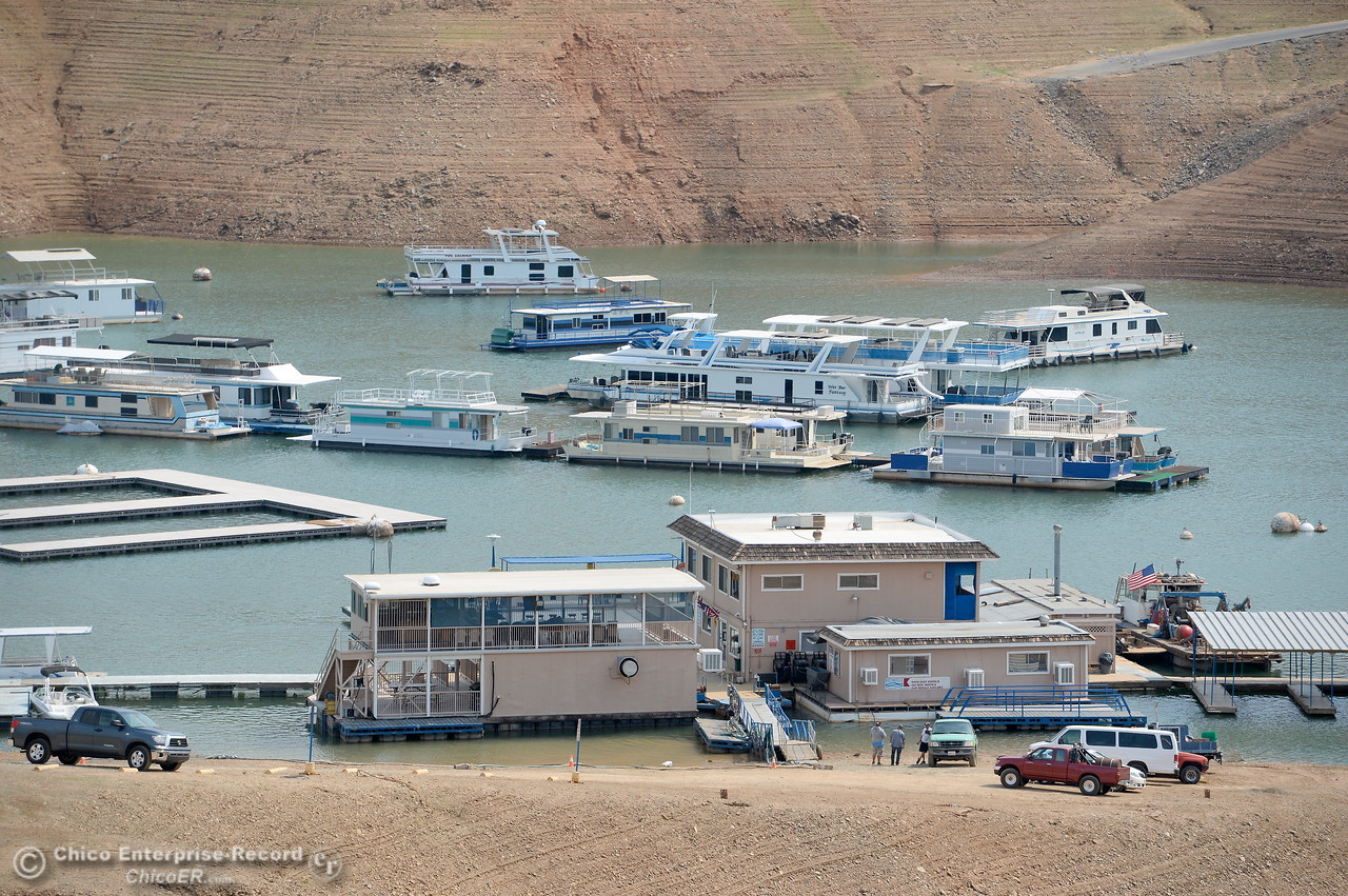 Houseboats get a bit more crowded as lake levels drop near the Bidwell Canyon Marina at Lake Oroville in Oroville, Calif. Thursday Sept. 14, 2017. (Bill Husa -- Enterprise-Record)
