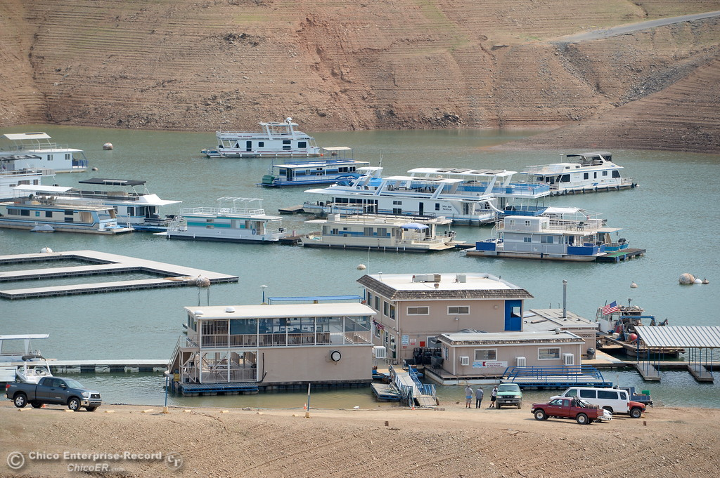 . Houseboats get a bit more crowded as lake levels drop near the Bidwell Canyon Marina at Lake Oroville in Oroville, Calif. Thursday Sept. 14, 2017. (Bill Husa -- Enterprise-Record)