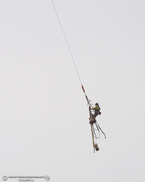 . Fearless PG&E Linemen are plucked from a tower by a helicopter as work continues near the Lake Oroville Dam Spillway in Oroville, Calif. Thursday Sept. 14, 2017. (Bill Husa -- Enterprise-Record)
