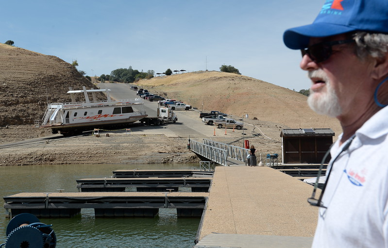 Bill Harper, General Manager at Lake Oroville Marina, LLC watches as houseboats are pulled from Lake Oroville at Forever Resorts Lime Saddle Marina Monday Sept. 18, 2017. (Bill Husa -- Enterprise-Record)