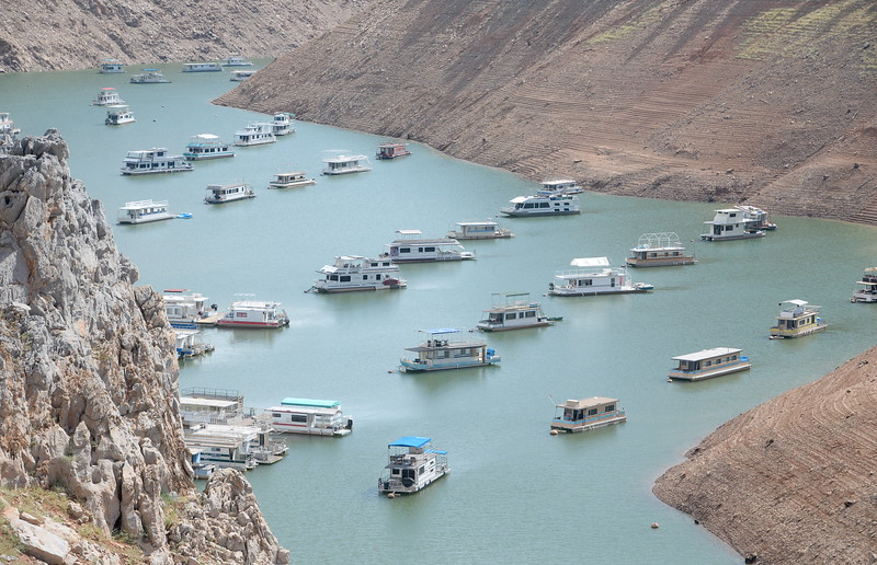 Houseboats are seen near Lime Saddle Marina as some houseboats are pulled from Lake Oroville at Forever Resorts Lime Saddle Marina Monday Sept. 18, 2017. (Bill Husa -- Enterprise-Record)