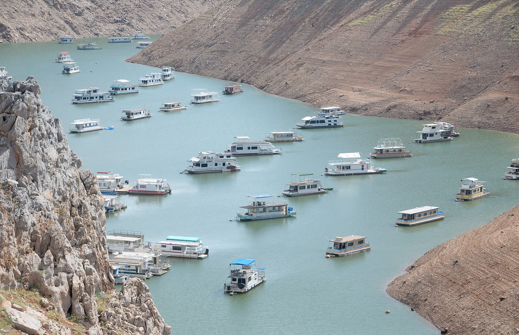 . Houseboats are seen near Lime Saddle Marina as some houseboats are pulled from Lake Oroville at Forever Resorts Lime Saddle Marina Monday Sept. 18, 2017. (Bill Husa -- Enterprise-Record)