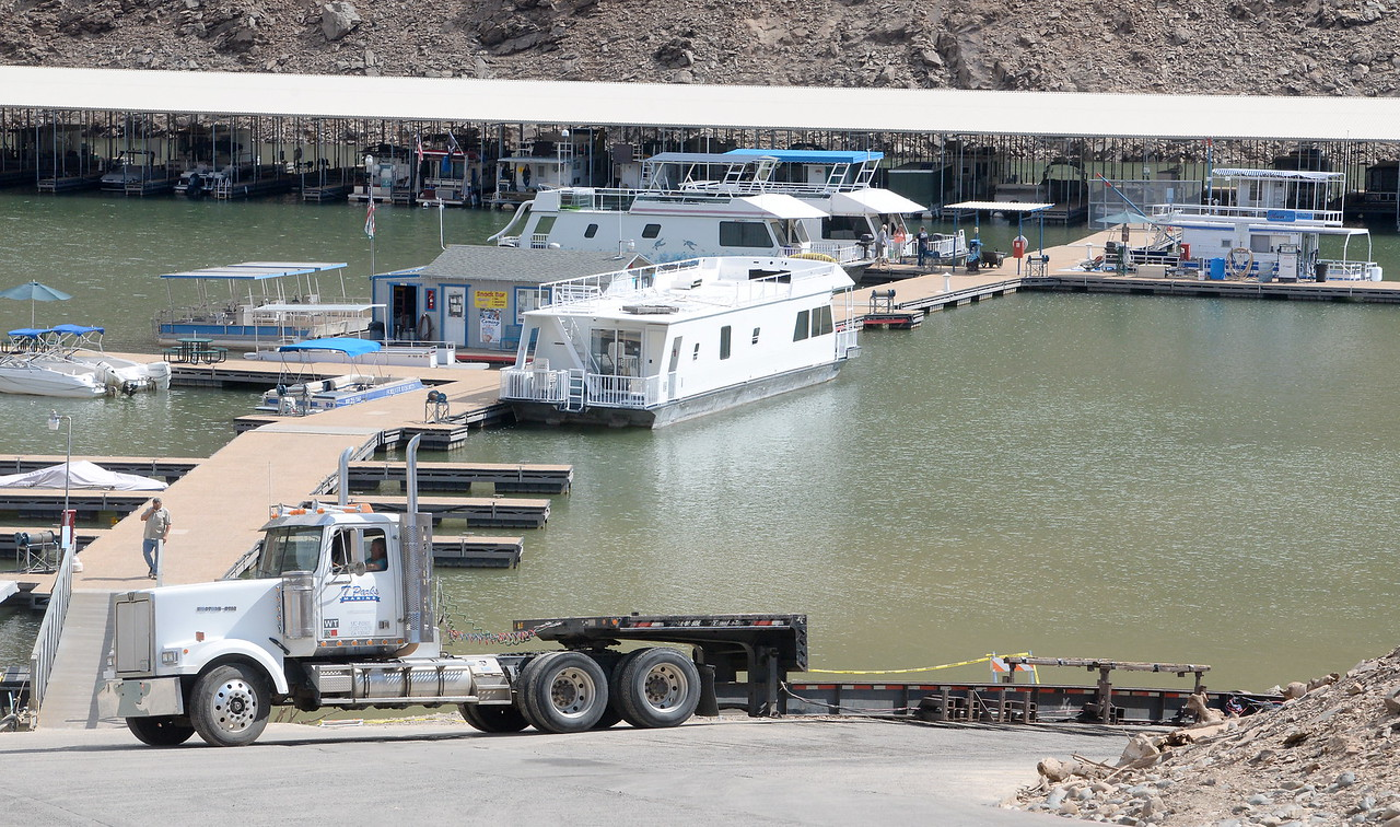 A truck is seen near the bottom of the boat ramp as houseboats are pulled from Lake Oroville at Forever Resorts Lime Saddle Marina Monday Sept. 18, 2017. (Bill Husa -- Enterprise-Record)