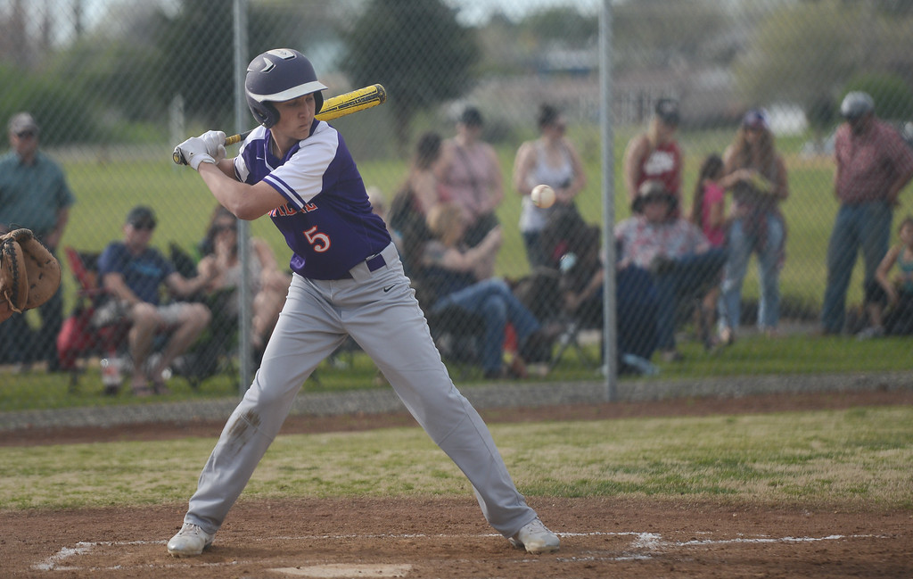 . Oroville High\'s Derek Edwards begins to swing his bat, March 29, 2018, in Oroville, California. (Carin Dorghalli -- Enterprise-Record)