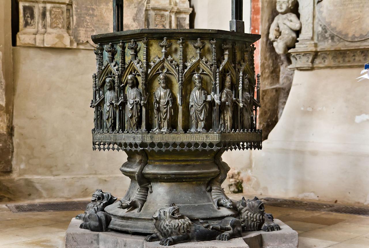 Brandenburg, St. Katharinen. Messingtaufe: Kessel (1440)