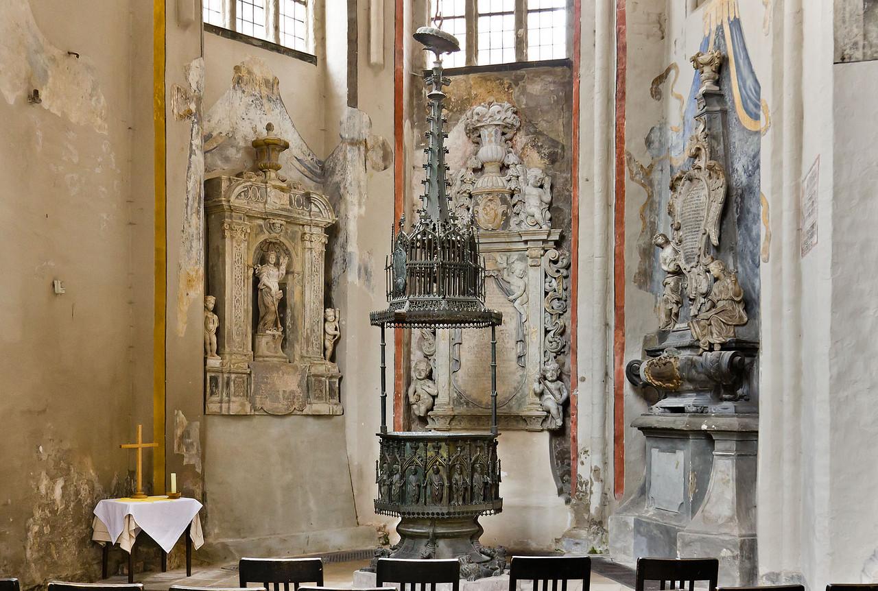 Brandenburg, St. Katharinen. Messingtaufe (1440) in Marienkapelle und Epitaphien